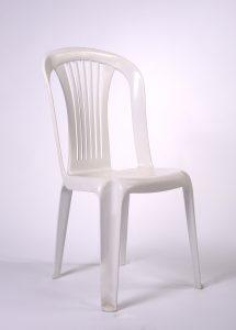 Chaise en résine blanche